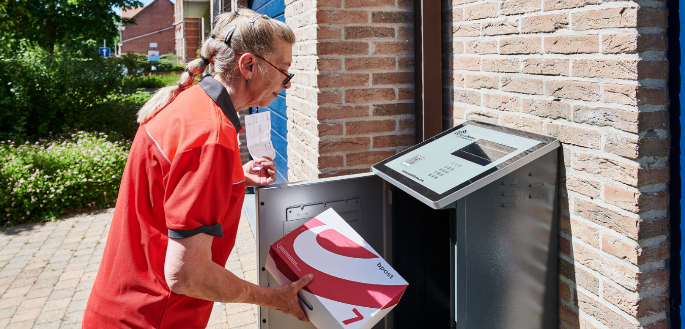 Bpost courier delivers a parcel in a ParcelHome