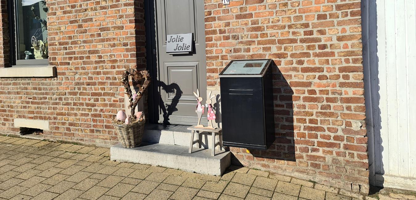Black ParcelHome in Limburg
